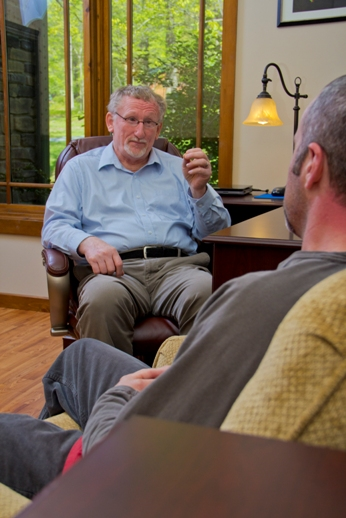 Counselor discussing detox with a patient - drug and alcohol addiction treatment